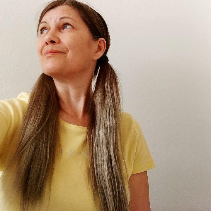 Elke Barbara Bachler (grau- und langhaarig, Pippi-style)
